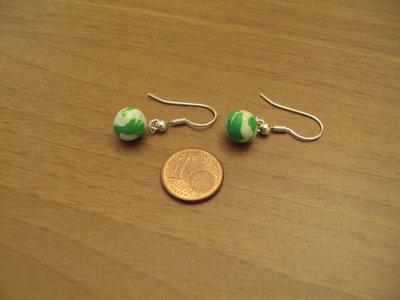 Orecchini palline verde-bianco
