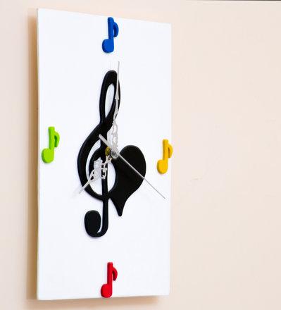 Orologio in legno da parete con note musicali fatto a mano, con sfondo Bianco e note colorate - Musica