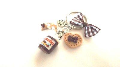 PORTACHIAVI  con BARATTOLO NUTELLA BRIOCHE cioccolato e BISCOTTINO  - - FIMO con fiocco e charms