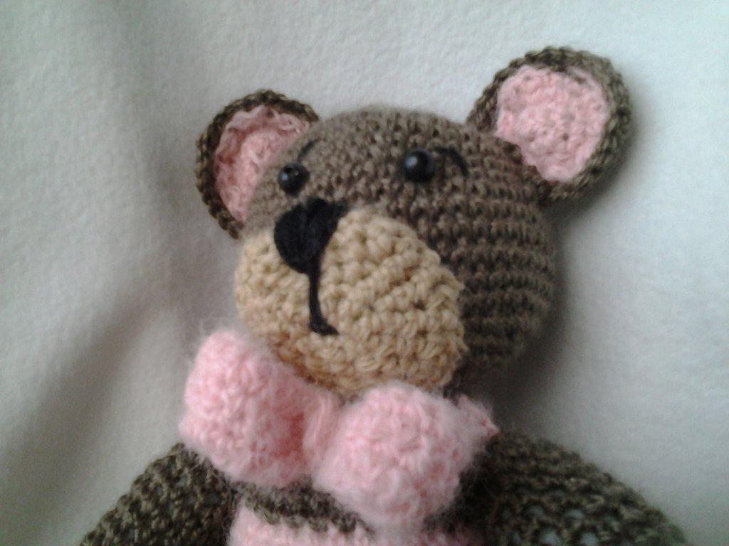 Amigurumi: Orsetto in lana  rosa e marrone