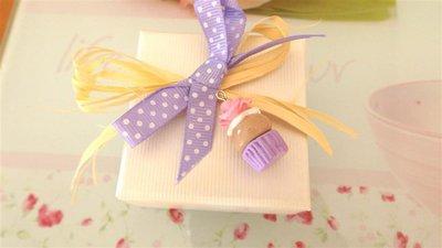 NOVITA  bomboniera MATRIMONIO NASCITA COMPLEANNO COMUNIONE  - cupcake lilla  con ROSA - fimo
