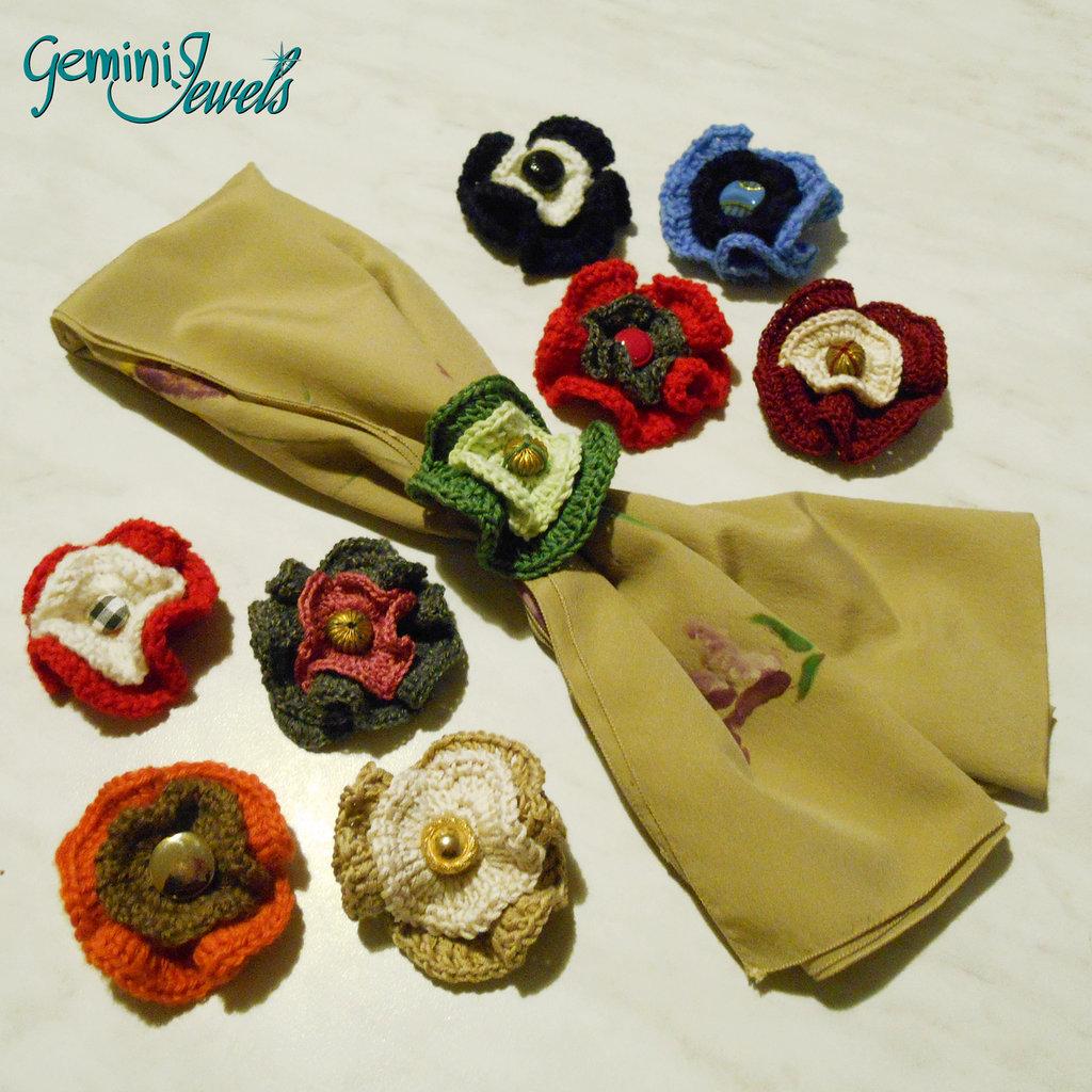 Coccarda ferma foulard all'uncinetto