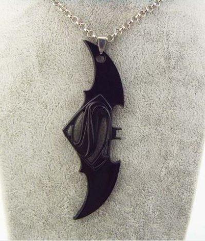 Collana con ciondolo dedicato al film Batman v Superman: Dawn of Justice idea regalo