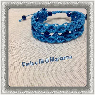 Bracciale a macramè color azzurro e perle