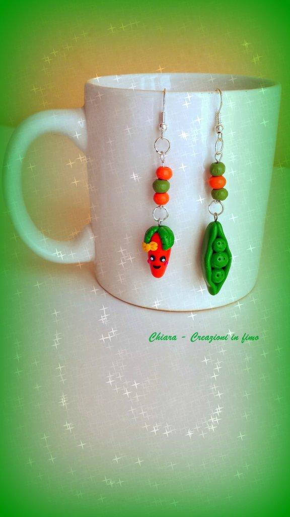 Orecchini in fimo fatti a mano con carota e piselli kawaii e perline in legno idee regalo originali compleanno bomboniere