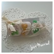 Confettata prima comunione, confetti decorati, margherite in glicine e rosa