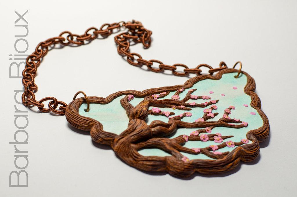 Collana con ciliegio in fiore realizzata a mano in pasta polimerica.