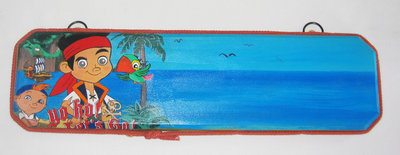 Targa in legno da appendere decorata con soggetto - Jake e i pirati - fatto a mano, pezzo unico