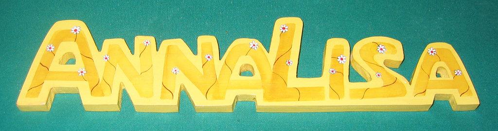 Scritta in legno ANNALISA. Pitturata a mano, pezzo unico