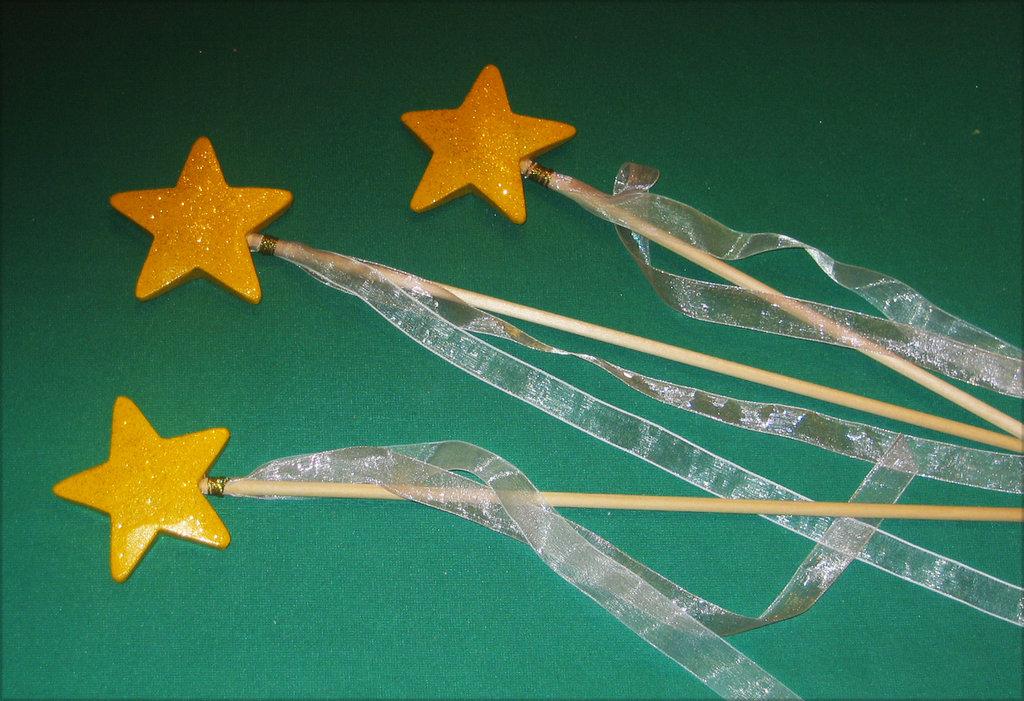 Bacchetta magica in legno. Fatta e decorata a mano