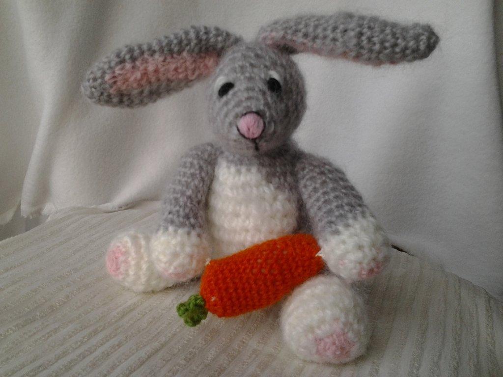 Piccolo coniglietto amigurumi