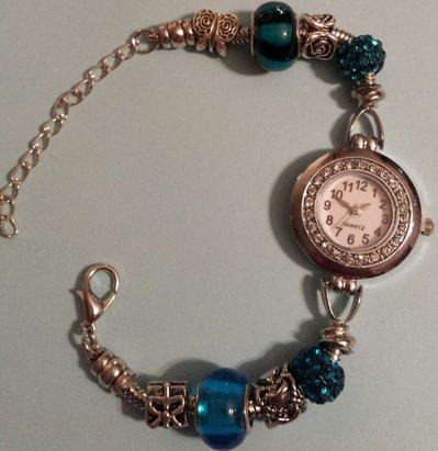 Bracciale orologio con perle a foro largo e pavè strass turchese