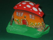 Casetta in miniatura FUNGO. Fatta interamente a mano. Ovviamente pezzo unico!