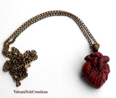 Collana con cuore anatomico creato a mano steampunk