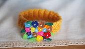 GIALLO!Bracciale MIMOSA.Festa della donna 2016.Maglia di lana,fiorellini in feltro multicolore ,foglie e perline banche.Gioiello.Regalo.Accessorio