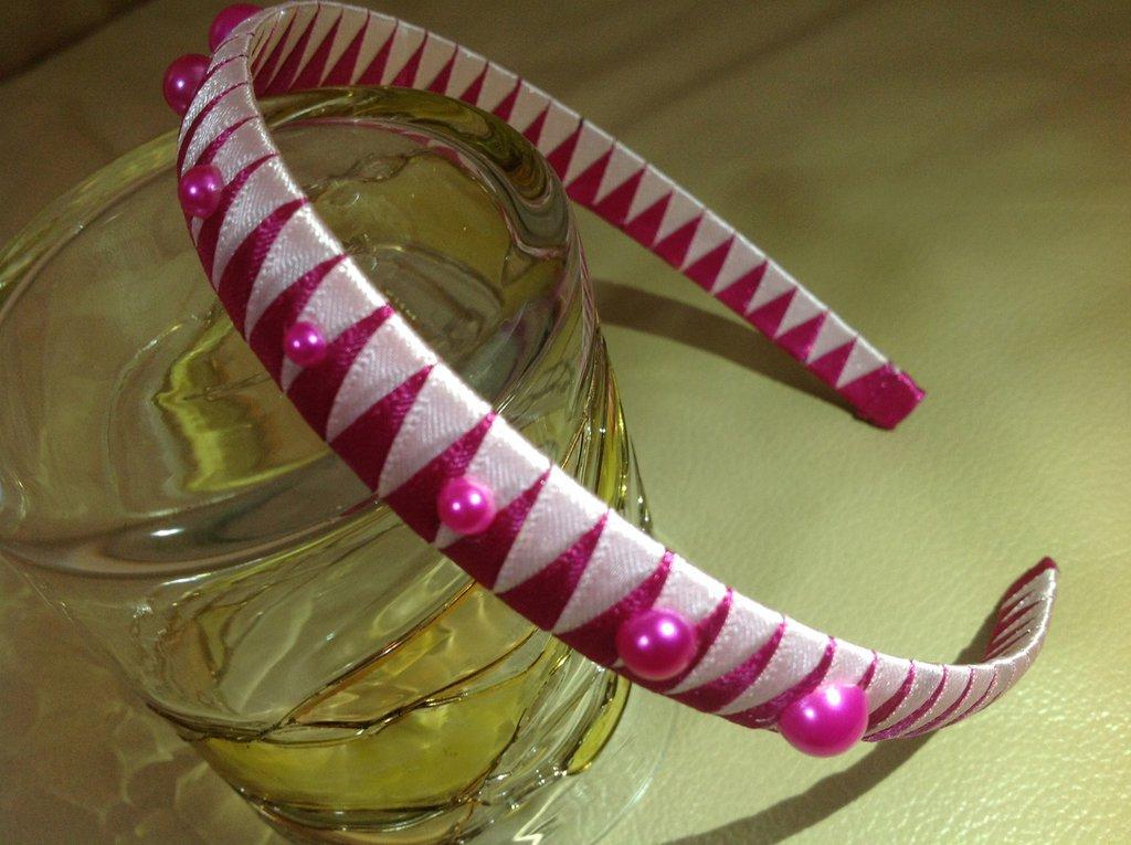 Cerchietto per capelli rosa-fucsia fatto a mano