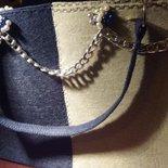 Borsa shopper elegante in feltro blue e  avana guarnita con catena.
