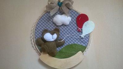 Telaio nascita in legno e tessuto con orsetto e palloncini