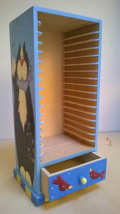Mobiletto porta CD in legno dipinto a mano soggetto gattone