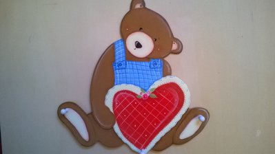 Appendiabiti in legno soggetto orso con cuore