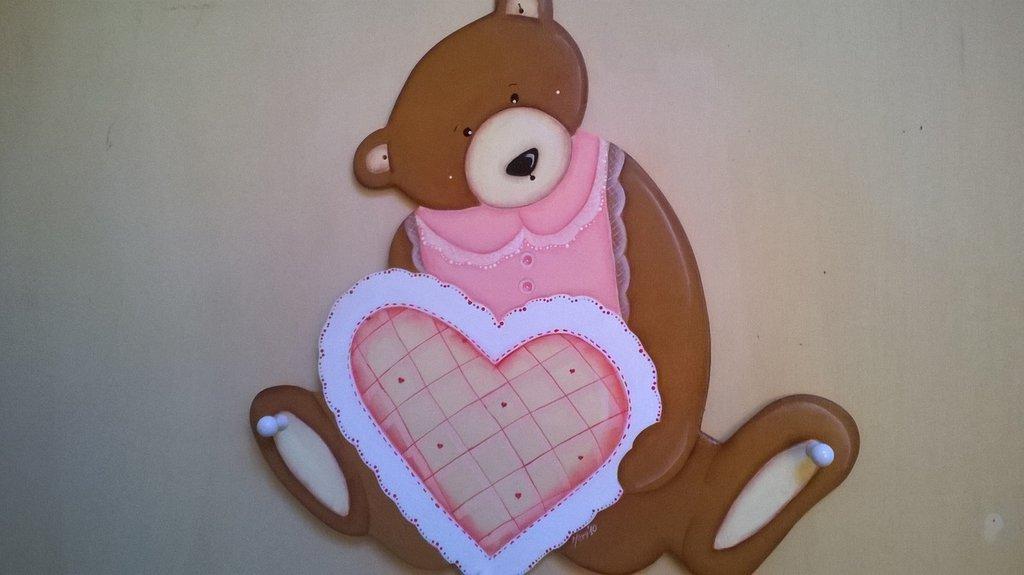 Appendiabiti in legno dipinto a mano con orsacchiotta e cuore