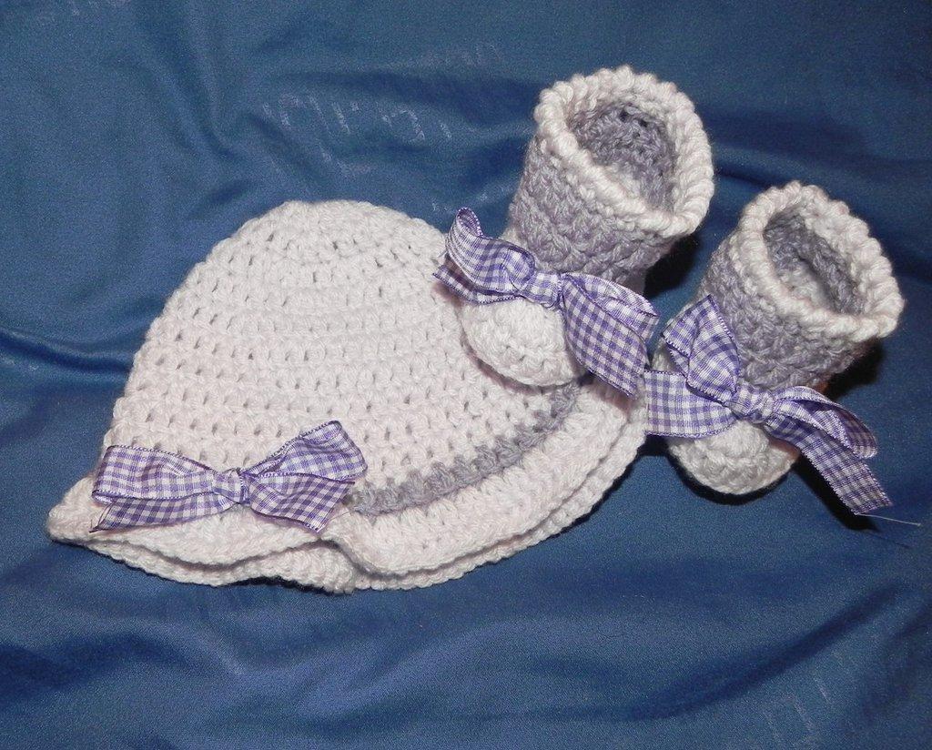 Cappellino e scarpette bambina lilla e viola Da  1 a 4 mesi circa