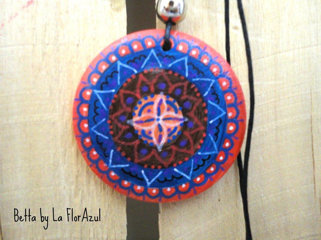 Collana Con Ciondolo in Legno Dipinto a Mano Betta