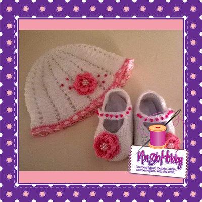 Completo regalo nascita bambina cappellino e scarpine uncinetto