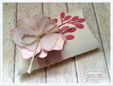 Bomboniera con fiore porta confetti - Pillow favors