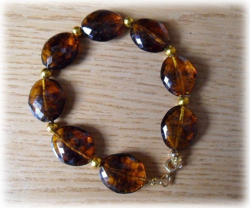 Bracciale perle ovali marroni trasparente
