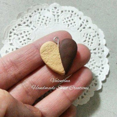 Ciondolo biscotto a forma di cuore con cioccolato- fimo