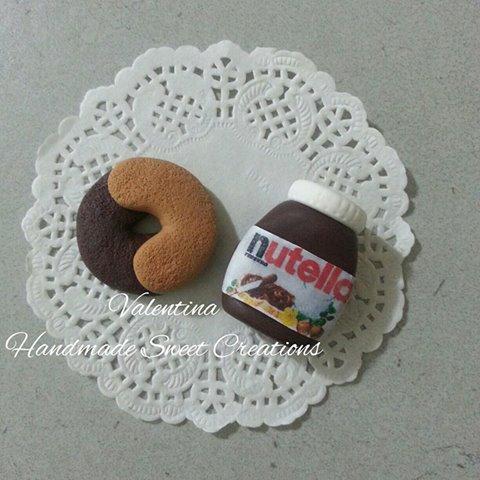 Riservata per Linda- biscotto abbracci e barattolo di Nutella- fimo