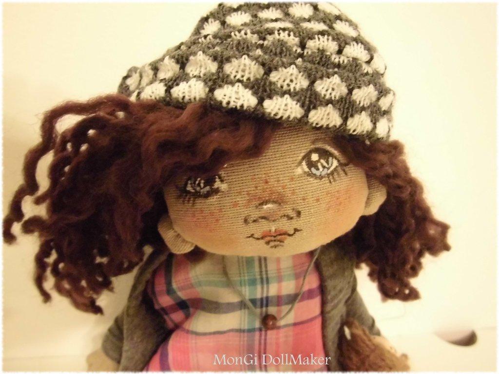 Bambola di stoffa fatta a mano viso dipinto a mano
