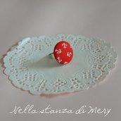 Anello bottone con stoffa rossa con ancore