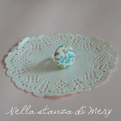 Anello bottone con stoffa floreale