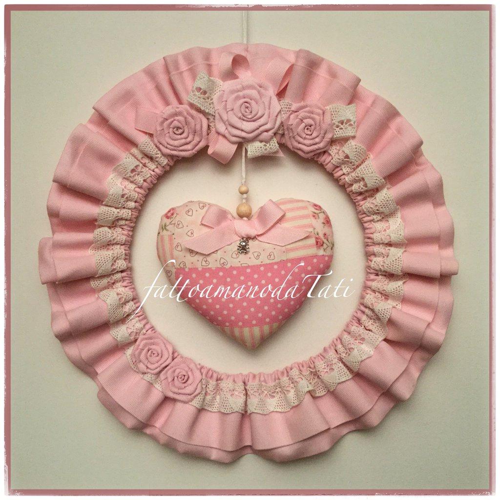 Fiocco nascita tondo in cotone rosa con pizzo,roselline e cuore patchwork