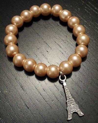 Bracciale elastico perle rosa pesca e ciondolo torre Eiffel