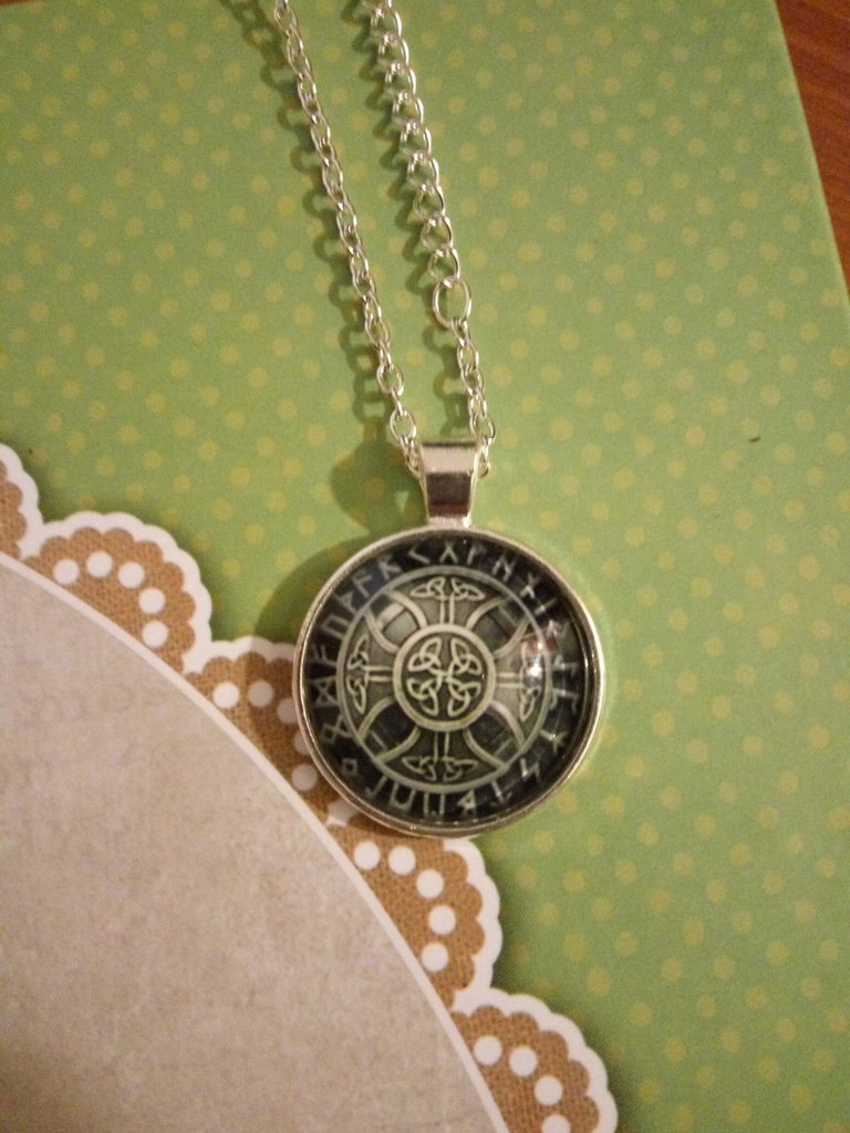 Pendente Croce Celtica e rune