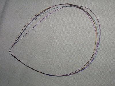 Collana a 7 fili d'acciaio multicolor sottili