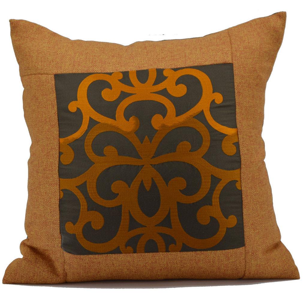 Cuscino arabescato in pura seta