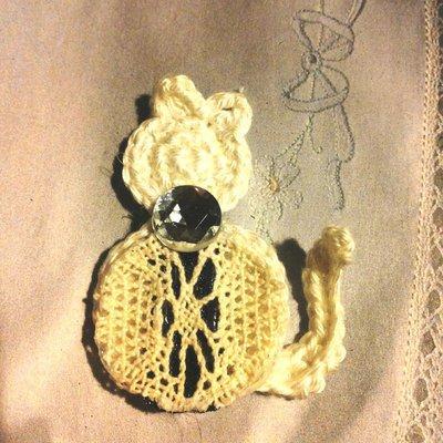 Gattino vintage fatto a mano lavorato ad uncinetto applicazione su tessuti (crochet applique pattern)