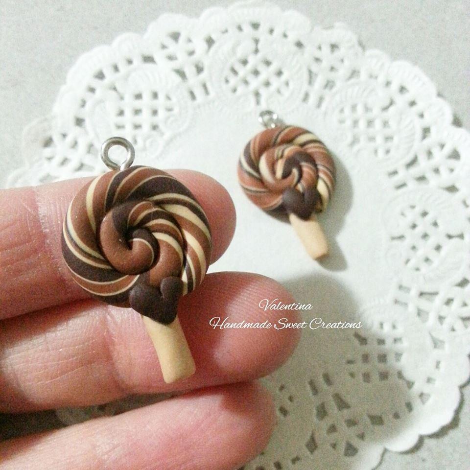Ciondolo lollipop leccalecca cioccolato e caramello fimo
