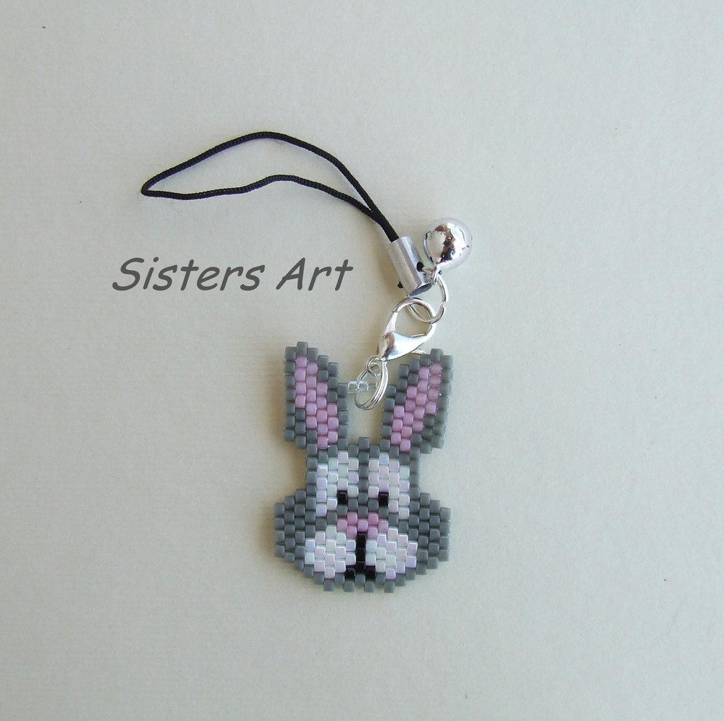 """Ciondolo """"Coniglietto"""" per USB realizzato con perline Miyuki delica"""