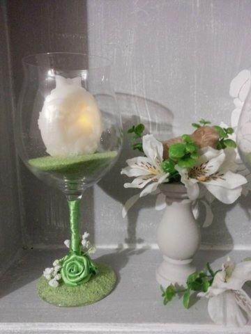 Centrotavola Pasqua bicchiere con candela in cera a LED