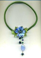 Spilla pendente con fiore azzurro/blu e foglie in sospeso trasparente