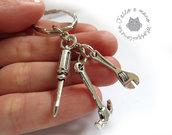 Portachiavi uomo in metallo argento carpentiere meccanico chiave inglese martello cacciavite miniatura idea regalo