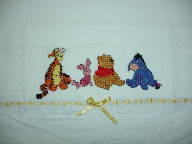Lenzuolino per carrozzina con winnie the pooh company for Punto croce disney winnie the pooh