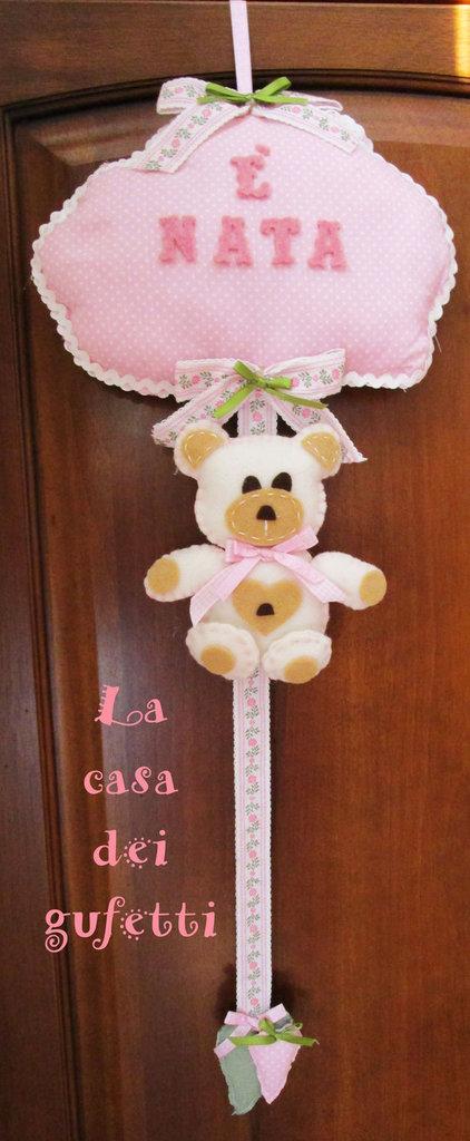 """Fiocco nascita """"Nuvola con orsetto e cuori"""" realizzato in stoffa rosa a pois e feltro"""