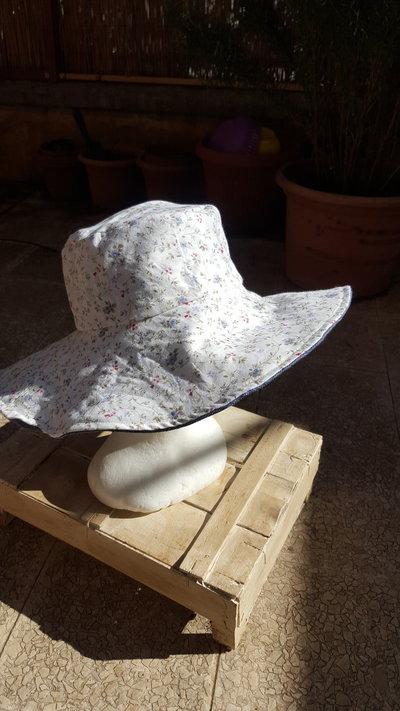 cappello attesa larga reversibile