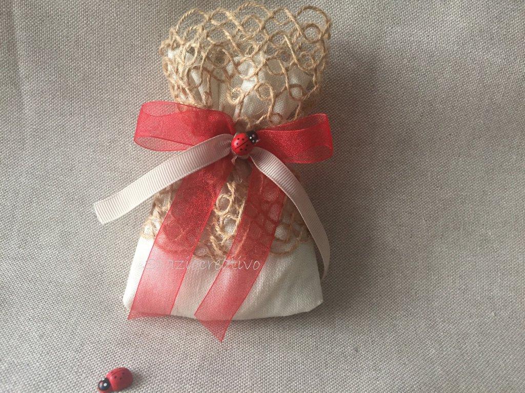 Sacchetto per laurea il lino avorio  con merletto spago e fiocco in chiffon  con coccinella